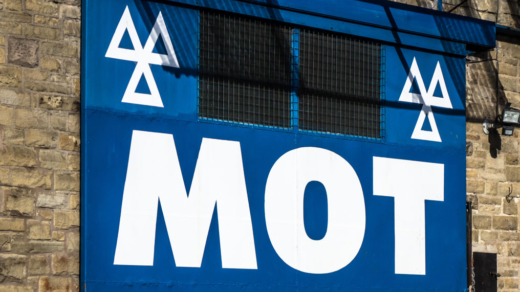 an MOT sign at a garage