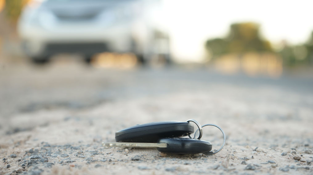 car keys on the ground