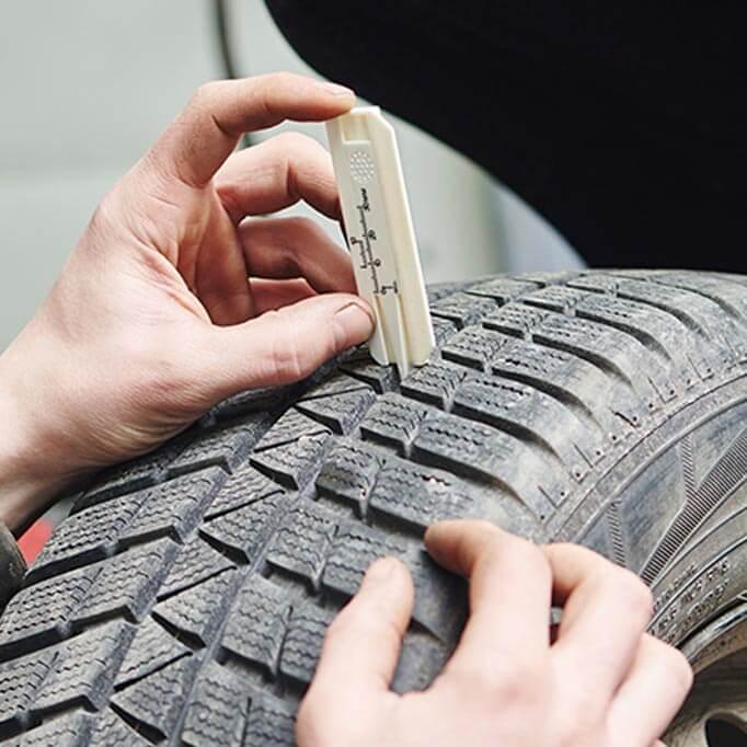 Measuring tread depth on a tyre